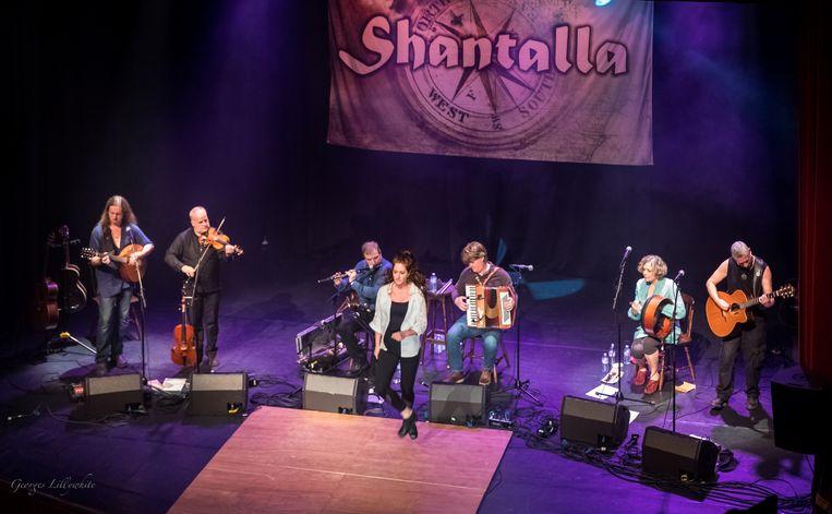 De Belgische band Shantalla sloot de Geschenkenmarkt feestelijk af.