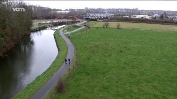 De feiten gebeurden aan de Schiptrekkersbrug in Denderleeuw.