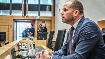 """De Block: """"Handtekening Francken ontbreekt op lijsten voor humanitaire visa"""""""