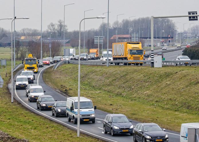 File op de N11-afrit bij Bodegraven.