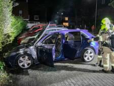 Auto in Velp brandt uit, mogelijk brandstichting