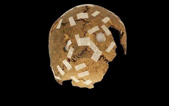 De schedel werd doorboord waarna hij tentoongesteld werd om anderen schrik aan te jagen.