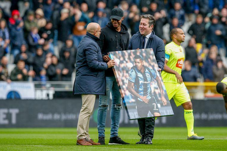 Wesley wordt gehuldigd door de fans van ex-ploeg Club Brugge na zijn transfer naar Aston Villa.