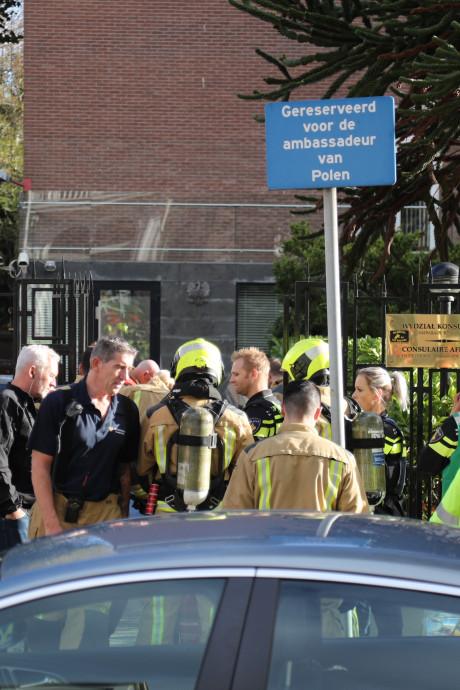 Met benzine overgoten man in Poolse ambassade Den Haag afgevoerd