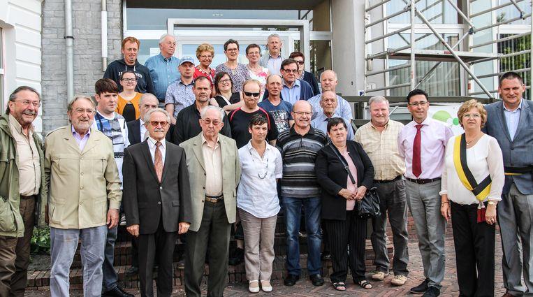 De kampioenen en bestuursleden van Braekelclub Nederbraekel, samen met het gemeentebestuur.
