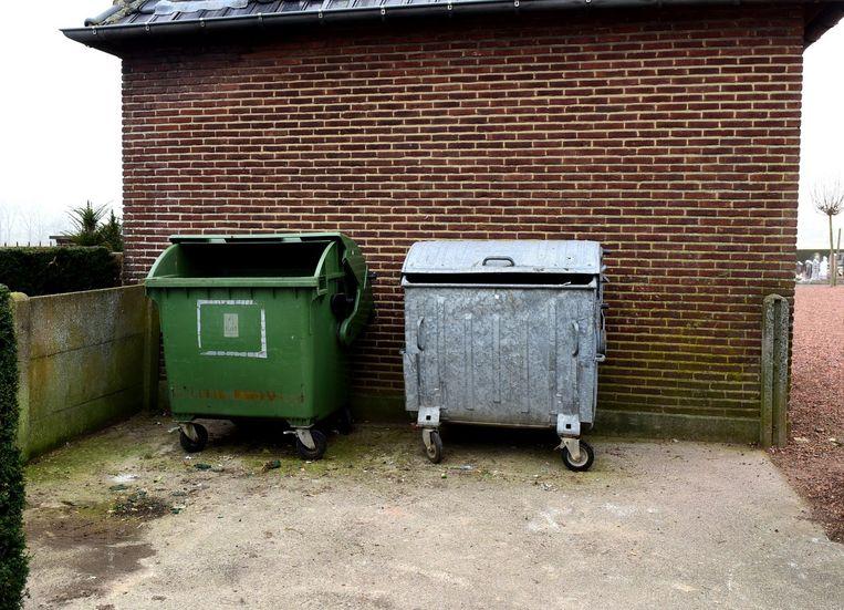In deze containers wordt regelmatig huishoudelijk afval gevonden wat er niet in thuis hoort