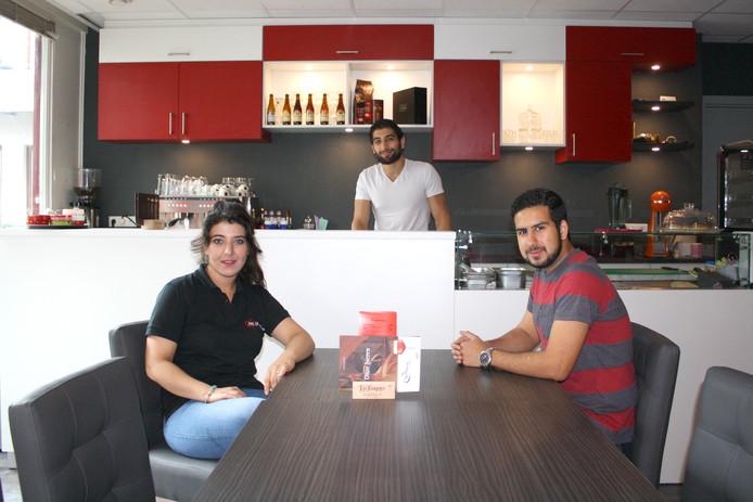 Eigenaren Hedyeh Sardari (24), Agy Sardari (23) en Ali Bitalzadeh (27)