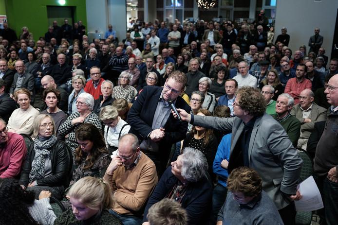 De bijeenkomst in Groenlo op 18 december waar de gemoederen over het SKB hoog opliepen.