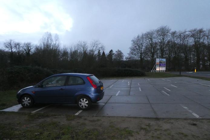 De Dommeloevers, waar nu tijdelijk parkeren is, helemaal groen laten is een van de opties die insprekers bij de gemeente ferm laten horen.