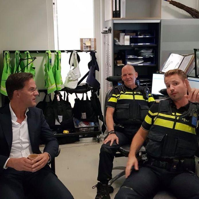 De politie van de Rotterdamse wijk Charlois heeft diepe indruk gemaakt op Mark Rutte.