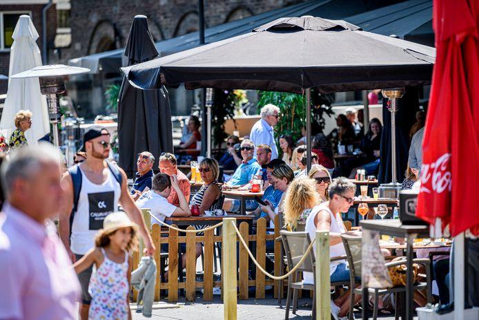 De terrassen op de Oude Markt zijn Tweede Pinksterdag weer geopend.