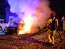Twee auto's in lichterlaaie in Waalre, oorzaak vooralsnog onbekend
