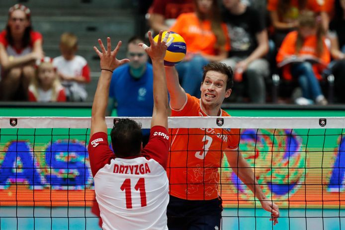 Maarten van Garderen, hier in het shirt van Oranje, is voorlopig aan huis gebonden in Italië.