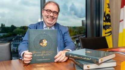 Burgemeester schrijft boek 'Kunnen Aalstenaars wereld redden?'