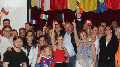 Veertien nationaliteiten kijken samen naar Eurosong