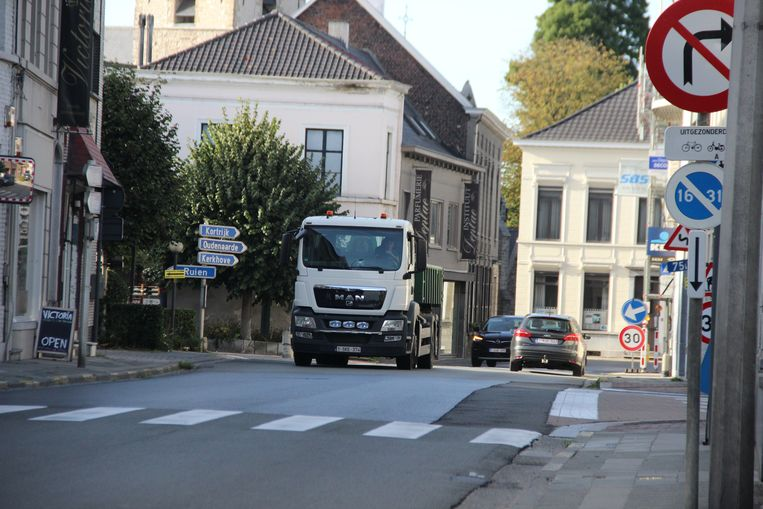 De Stationsstraat en Kerkstraat krijgen in augustus nieuw asfalt.