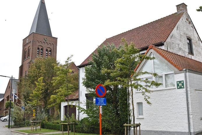 De leegstaande pastorie naast de kerk van Slypskapelle. De gemeente Moorslede huurt het gebouw voor 300 euro per maand.