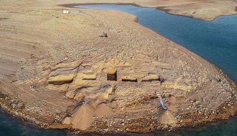 Een luchtfoto van de restanten van het paleis.