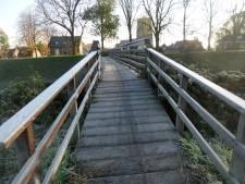 Historische voetgangersbrug in Woudrichem wordt vervangen