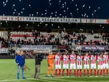 Spelers en fans TOP Oss herdenken slachtoffers spoordrama