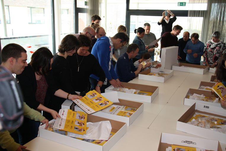 In het zorgcentrum de Vleugels in Klerken hebben 25 West-Vlaamse organisaties uit de zorg en sociale economie een samenwerking ondertekend. Alle deelnemers kregen een pakket promotiemateriaal.