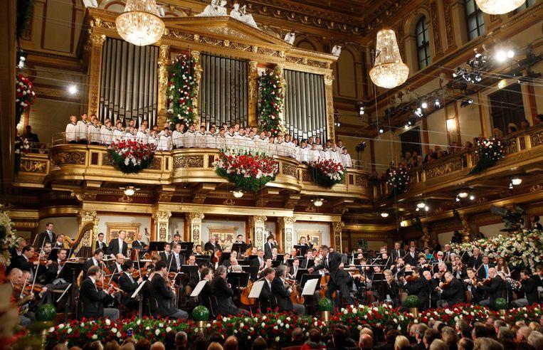 Jansons leidt het Vienna Philharmonic Orchestra tijdens het Nieuwsjaarsconcert in Vienna. Beeld reuters