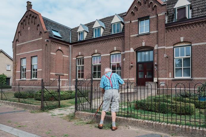 In een klooster in Vlierden wonen 16 familieleden, in vier woningen. 'Dit is preventieve mantelzorg.''