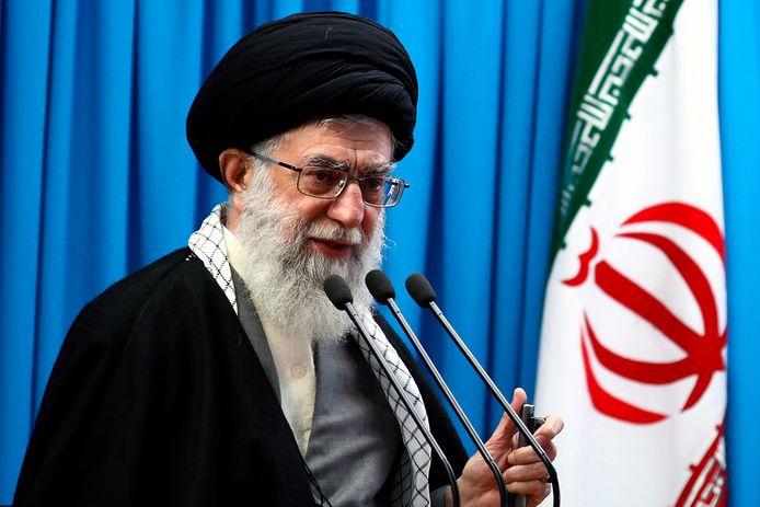 Ayatollah Ali Khamenei in 2012, de laatste keer dat hij voorging in het gebed.