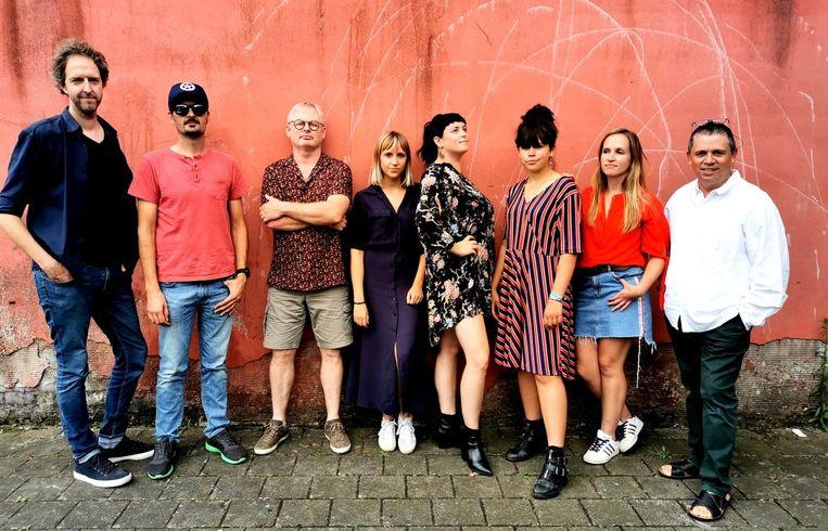 De leden van Filet Americana zijn klaar voor hun concert in de Cultuurfabriek van Ingelmunster.