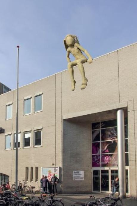 Dit goddelijke lichaam is vanaf vrijdag te zien op een dak in Enschede