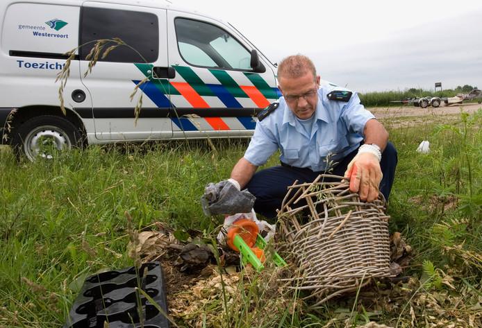 Foto ter illustratie: Gedumpt afval bij de Veerdam in Westervoort.