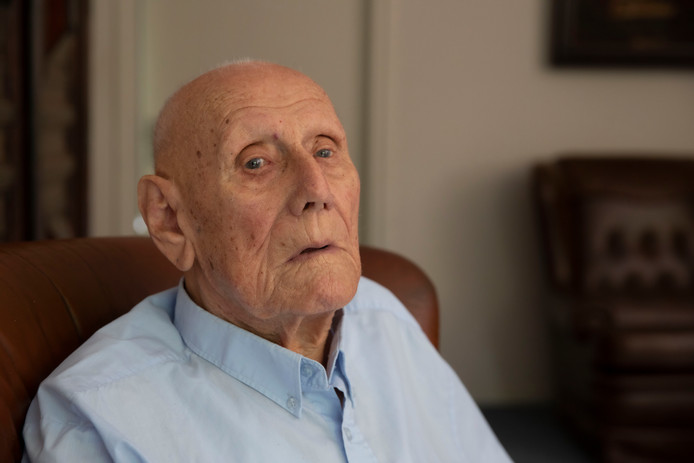 De 104 jarige Gijs Brusewitz in Mierlo.