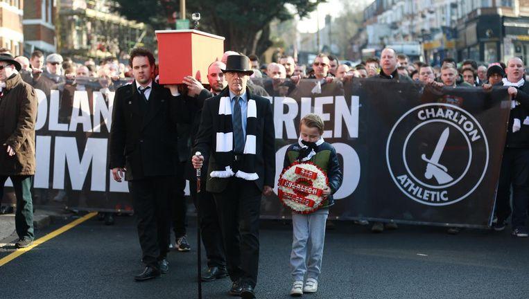 Fans van Charlton protesteren tegen de teloorgang van hun club. Sinds die eigendom is van een Belgische miljonair is Charlton afgegleden naar de derde divisie. Beeld John Marsh / Telephoto Images