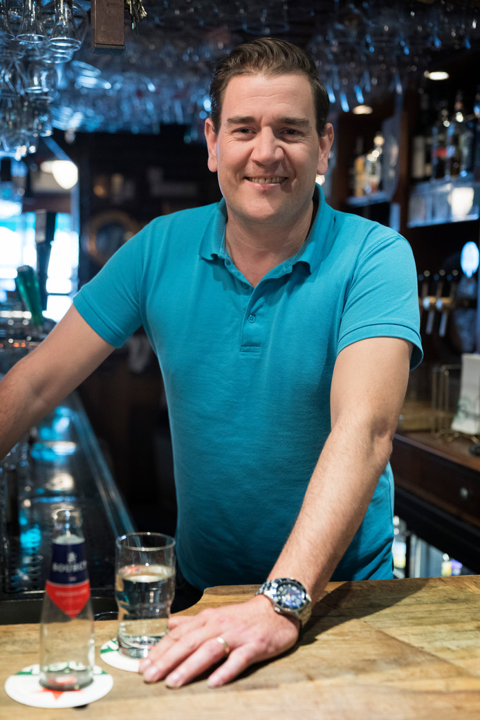 Nederland,  Den Bosch, rubriek de Stad van Jan van Kollenburg van Café Bar le Duc.