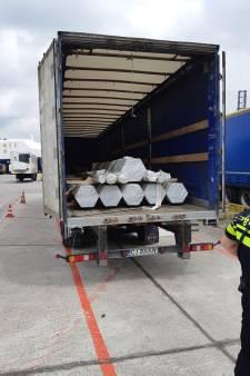 14 vreemdelingen in trailer Rotterdamse haven