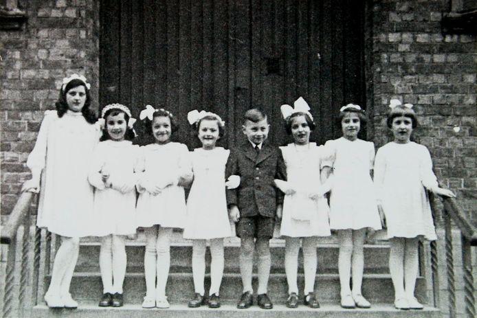 Sluis, 1939-1940: In deze jaren worden meer dan 300 Joods-christelijke vluchtelingen uit Duitsland gehuisvest in twee opvangkampen te Sluis. Sommigen laten zich dopen in Sluis. fotograaf onbekend - Archief gemeente Sluis