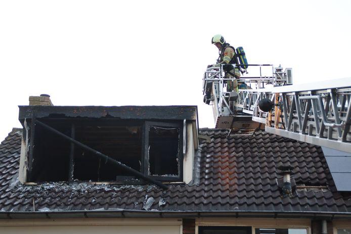 De schade na de woningbrand is groot.
