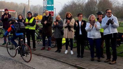 Applaus voor fietsers die oversteek Albrechtlaan trotseren