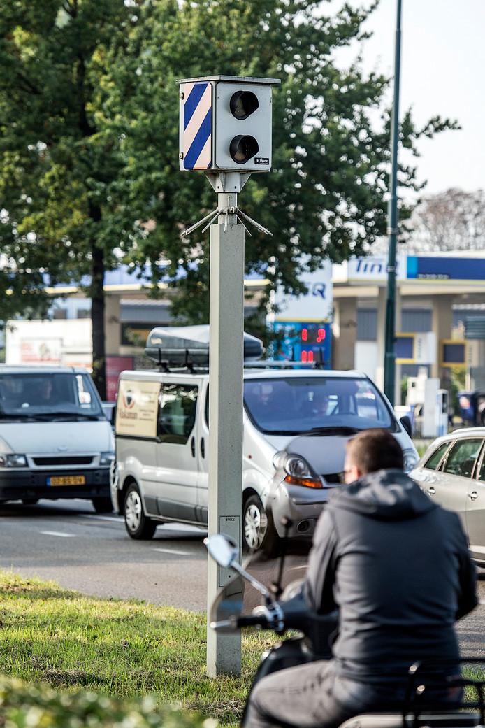 Flitspaal bij kruising Terheijdenseweg-Crogtdijk in Breda.