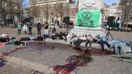 Klimaatactivisten beboet omdat ze rotzooi na nepbloed-actie niet opruimen