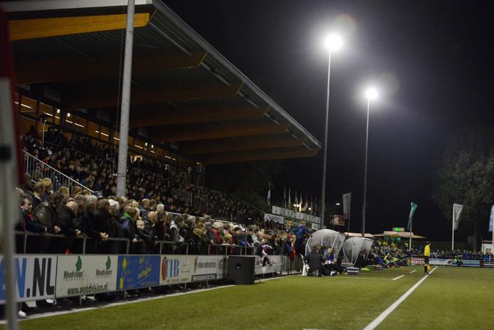 Aan de juiste verlichting om een live-wedstrijd mogelijk te maken op De Koerbelt hangt een prijskaartje van tussen de 35.000 en 40.000 euro.