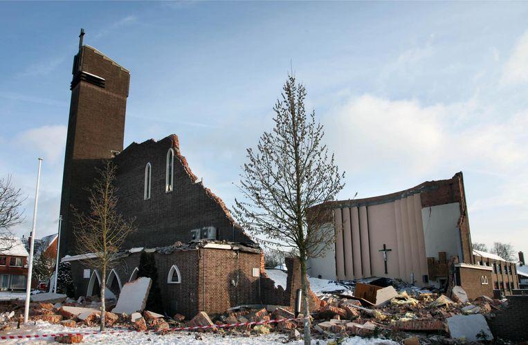 De kerk in Lutselus stortte in 2010, kort na de middernachtmis, in.