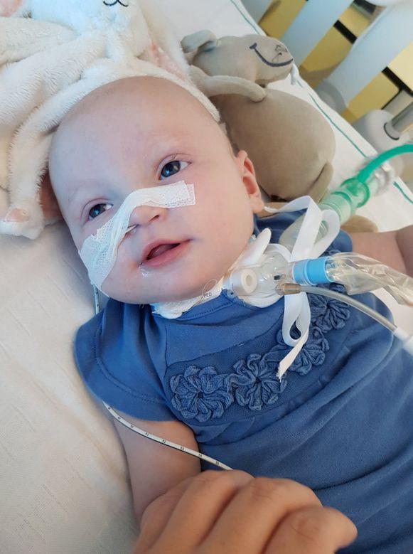 Toen Aily vijf maanden oud was, werd er bij het meisje een zware hersentumor ontdekt.