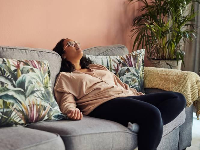 """In de pandemie is de 'couch potato' de held. Maar is lui zijn altijd even gezond? """"De kunst van het niks doen krijgen we niet aangeleerd. Integendeel"""""""