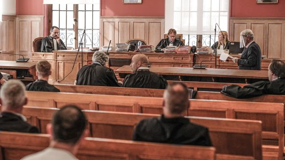 In de Kortrijkse rechtbank is tot vijf jaar cel gevraagd voor de bende die horeca-uitbaters afperste en dreigde met geweld.