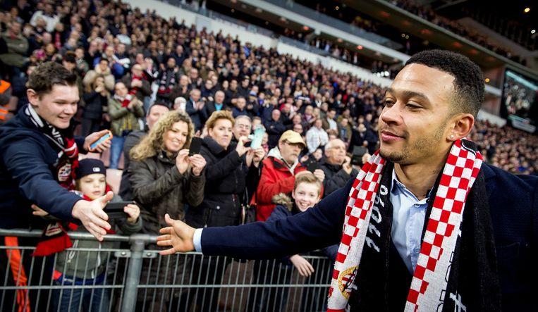 Depay neemt afscheid van het PSV-publiek Beeld anp
