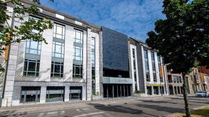 Stad Hasselt verkoopt voormalig administratief gebouw via online platform Biddit
