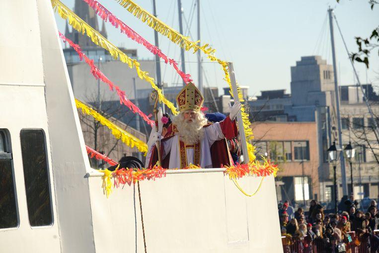Sinterklaas komt nog altijd in Antwerpen aan met de stoomboot.