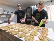 Gijs (20) kreeg geheim recept en verkoopt zijn koeken nu zelfs bij De Librije