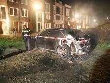 Twee nachtelijke autobranden in Tiel, politie doet sporenonderzoek